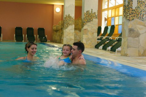 800-Rogla---Indoor-hotel-Rogla---swimming-pool.jpg