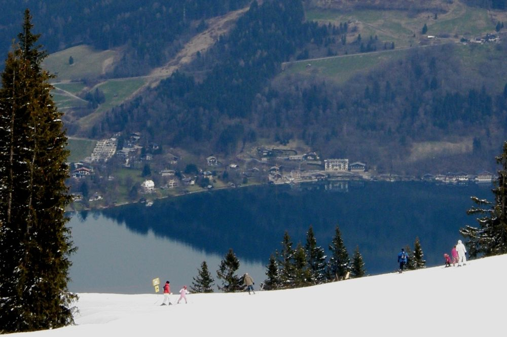 skiing-with-view-to-the-lake.jpg