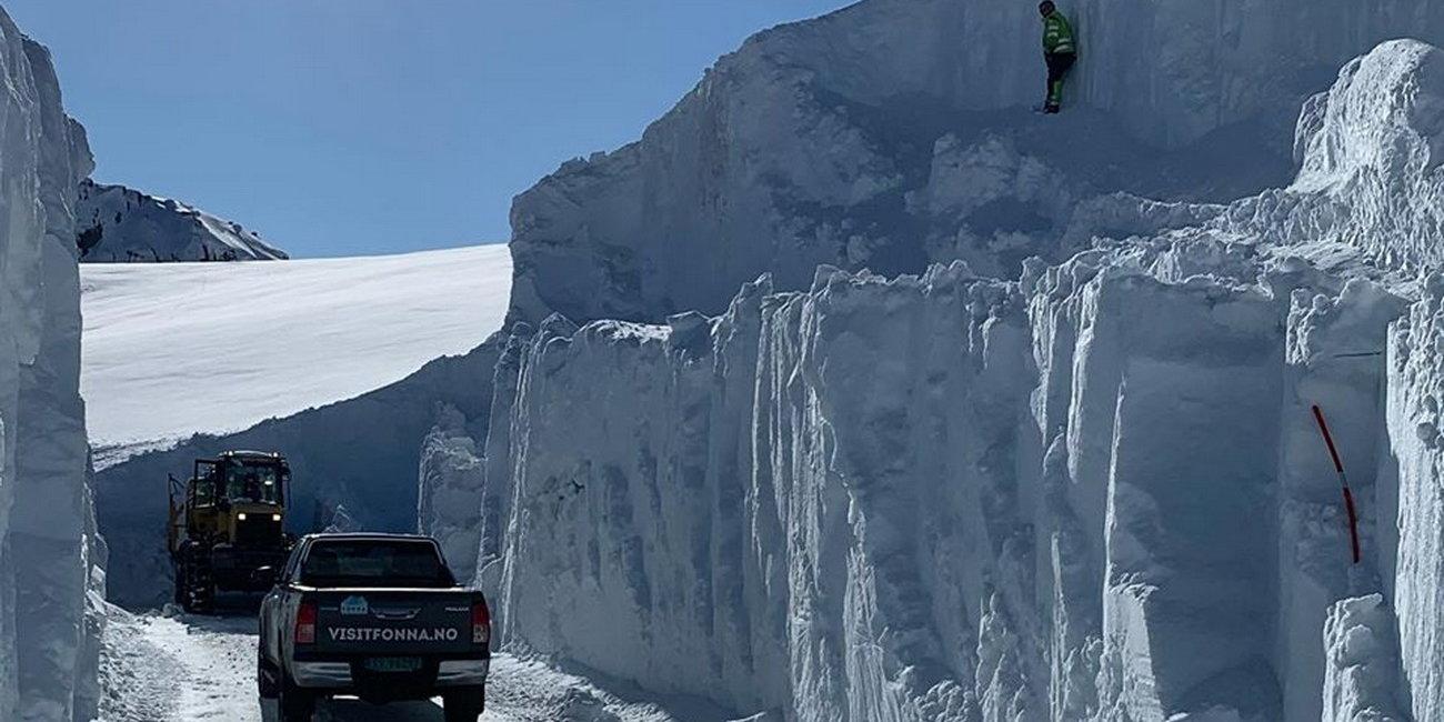 Tíz méter vastag hó alól kell kiásni a norvég síterepet