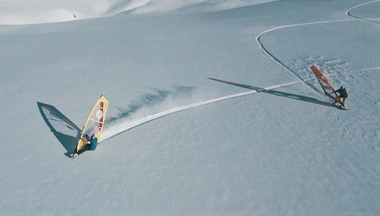 Videó: windszörffel is lehet csúszni a svájci hegyek haván